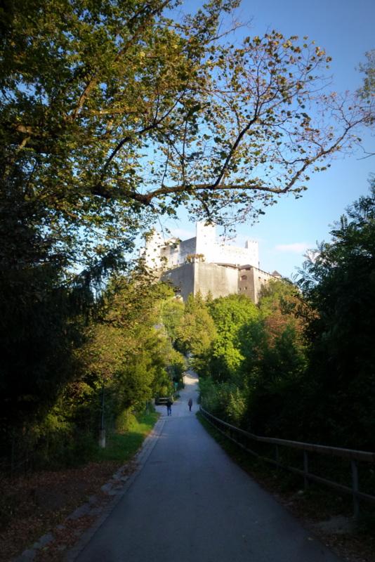 Nischenweg zwischen Mönchsberg und Festung Hohensalzburg